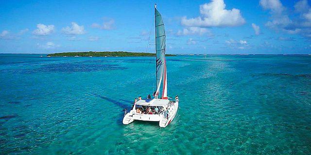 ile-aux-cerfs-catamaran-mauritius